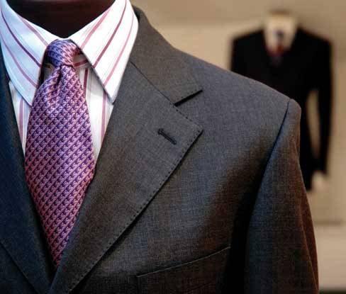 Para as camisas com listras finas e espaçadas, as gravatas podem ser lisas  ou também estampadas. Xadrezes discretos ou listras em padrões maiores  podem ser ... 2da89f9f79